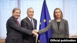 Frederica Mogherini, Ramuš Haradinaj i Johannes Hahn, 17. novembar 2017.