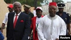 Sự kiện này diễn ra một tuần lễ sau khi ông Sam-Sumana (trái) bị trục xuất khỏi đảng Nghị hội Toàn dân của Tổng thống Ernest Bai Koroma.