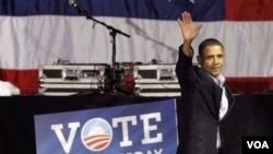Presiden Barack Obama saat melakukan kampanye di Chicago untuk menarik dukungan dari pemilih AS yang skeptis.