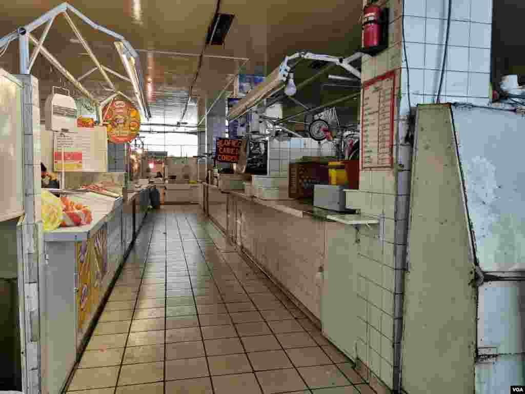 Varios locales en los mercados de la zona de Miraflores, La Paz, han tenido que cerrar debido al desabastecimiento, principalmente de carnes.