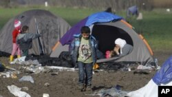 Suasana camp di perbatasan Macedonia dan Serbia dekat desa Tabanovce, Macedonian, 8 Maret 2016 (Foto: dok).