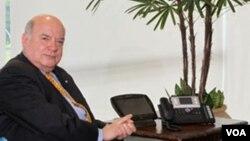El nuevo diplomático fue recibido por el secretario general de la OEA, José Miguel Insulza.