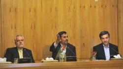 عکس آرشیوی از محمود احمدی نژاد (وسط)، اسفندیار رحیم مشایی (راست) و محمدرضا رحیمی