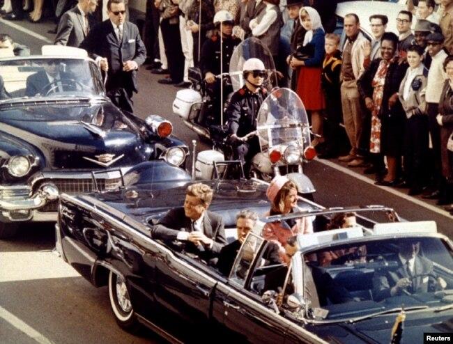 لحظاتی پیش از ترور جان اف کندی، سی و پنجمین رئیس جمهور آمریکا