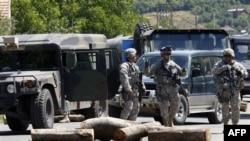 KFOR-i dërgon trupa shtesë në veri për të rivendosur rendin