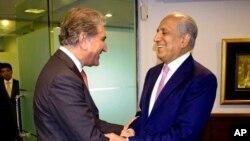 زلمي خلیلزاد او د پاکستان خارجه وزیر شاه محمود قرېشي