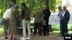 Građani dolazi u park i potpisuju protestni poziv kako bi se počeo riješavati problem redukcije vode u Sarajevo, 15. septembar 2017.