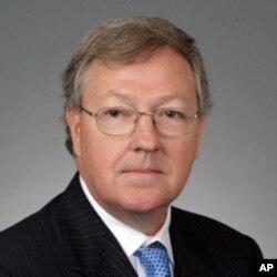 代表加州政府的卡特•菲利普斯律师