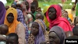 Des femmes sauvées de Boko Haram, dans un camp près de Mubi, dans le nord-est du Nigeria, le 29 octobre 2015. (REUTERS/Stringer)