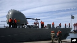 Иранский боевой корабль в Сирийском порту Латакия. Архивное фото.
