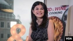عکس هایی از پشت صحنه گفت و گو با نیلو معتمد، سردبیر مجله غذا و شراب آمریکا