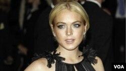 """Revel dijo que la disculpa de Lohan no le parecía sincera y la comparó con """"alguien que hace trampa y cree que no es trampa si no la atrapan""""."""