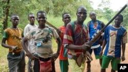 Des anti-balaka dans le village de Boubou en Centrafrique