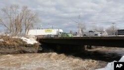 El tráfico parecía normal sobre la quebrada Buffalo sobre la carretera Unión, en West Senca, estado de Nueva York.