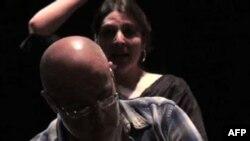 داستان يک خانواده مهاجر ايرانی در صحنه اپرای هوستون تگزاس