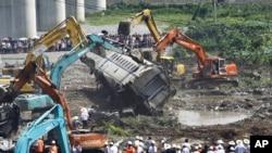 温州动车追尾事故现场 (2011年7月24日)