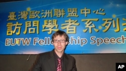 罗达菲博士向台湾外交部人员演说