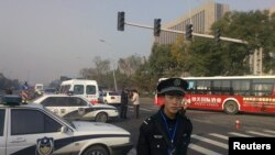 Police stand guard in front of the Shanxi Provincial Communist Party office building after explosions in Taiyuan, Shanxi Province, November 6, 2013. According to Xinhua News Agency, one person was killed and eight others were injured in Wednesday morning'