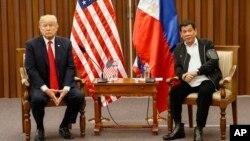 رئیس جمهور ترمپ در حاشیۀ نشست کشور های جنوب شرقی آسیا، با رئیس جمهور فیلیپین ملاقات کرد.