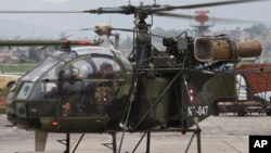 15일 미군 헬리콥터가 추락 현장을 발견한 네팔 군용 헬리콥터가 카트만두 공항에 도착했다.