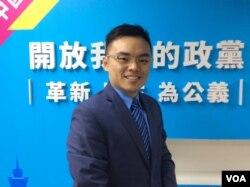 台湾中国国民党中央文传会副主任委员洪孟楷 (美国之音记者申华 拍摄)