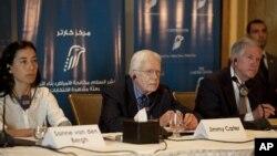 Mantan Presiden AS Jimmy Carter dalam konferensi pers di Kairo, Mesir (26/5).