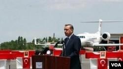 Perdana Menteri Recep Tayyip Erdogan pada acara pemakaman tentara Turki di kota Van, Turki Timur.