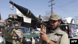 Binh sĩ Pakistan được đặt trong tình trạng báo động tại một địa điểm bị tấn công bằng bom