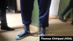 Mumiriri weZengeza West, VaJob Sikhala vachisvika padare vakasungwa ngetani dzekumakumbo.
