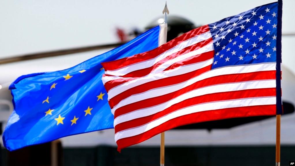 资料照:美国和欧盟的旗帜(photo:VOA)