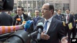 Tổng thống Pháp Hollandd cổ súy cho những chính sách có lợi cho việc tạo ra công ăn việc làm đi ngược với những biện pháp khắc khổ của Thủ tướng Đức
