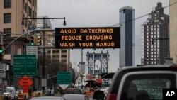 U Njujorku su sredinom marta postavljeni znakovi upozorenja građanima da preduzimaju mere zaštite od koronavirusa.