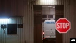 Arhiva - Policijski kombi dovozi Ivicu Todorića u zatvor u Remetincu kraj Zagreba, nakon što ga je London izručio Hrvatskoj, 7. novembra 2018.
