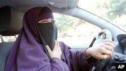 Забраната за носење вел стапува во сила во Франција