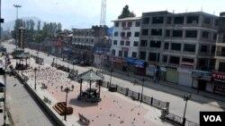 دو روزہ ہڑتال کے پہلے روز اتوار کو سرینگر کا مرکزی لال چوک سنسان پڑا ہے۔