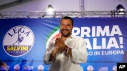 """მატეო სალვინი ლოზუნგით """"იტალია უპირველეს ყოვლისა"""""""