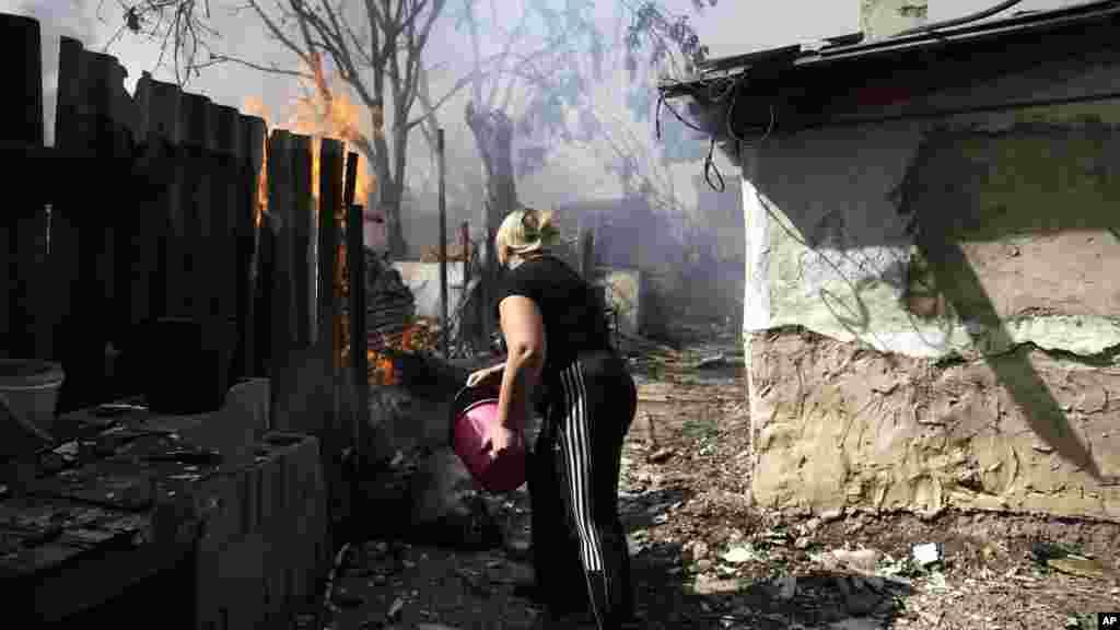 Donetsk şəhərində döyüşlər zamanı evlər yanır - 7 sentyabr, 2014