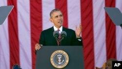 바락 오바마 미국 대통령이 11일 '베테랑스데이', 재향군인의 날을 맞아 워싱턴 인근 알링턴 국립묘지에서 연설하고 있다.