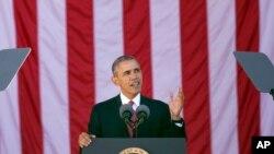 Rais Obama wa Marekani akitoa hotuba wakati wa maadhimisho ya siku kuu ya kuwakumbuka wanajeshi waliohudumu.