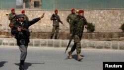 کابل میں سکیورٹی اہلکار جائے وقوع کو گھیرے میں لے رہے ہیں۔