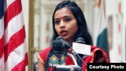 印度女外交官柯布拉加德的推特上的照片