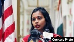 印度驻纽约副总领事科巴拉加德获释后发表讲话指控美方对其有侮辱性待遇。