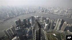 북한 경제관료들이 방문한 것으로 알려진 중국 상하이 도심의 고층 건물들 (자료사진)