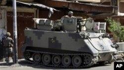 Binh sĩ được triển khai tại đường phố Syria, nơi chia cách khu vực người Sunni và Alawite ở Tripoli, Libăng, 3/6/2012