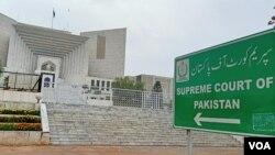 پاکستان میں یہ بحث ہمیشہ جاری رہی ہے کہ کیا عدالتیں اپنے دائرہ کار سے تجاوز کرتی ہیں؟ (فائل فوٹو)