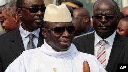 Le président sortant Yahya Jammeh de la Gambie lors d'une conférence à Malabo, en Guinée équatoriale, 30 juin 2011.