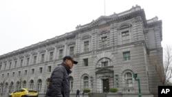 سان فرانسسکو میں امریکی سرکٹ کورٹ کی عمارت جہاں سفری پابندیوں سے متعلق صدر ٹرمپ کے حکم کے مستقبل کا فیصلہ ہونا ہے۔ 6 فروری 2017