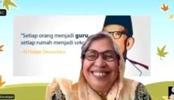 Pakar pendidikan dari UHAMKA Jakarta, Itje Chodidjah, saat memberi materi tentang Merdeka Belajar merayakan Hari Pendidikan Nasional, Senin (3/5). (Foto: VOA/Yudha Satriawan)