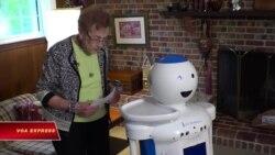 Robot chăm sóc người cao niên