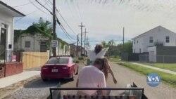 Дві подруги дарують музику і радість мешканцям Нового Орлеану. Відео